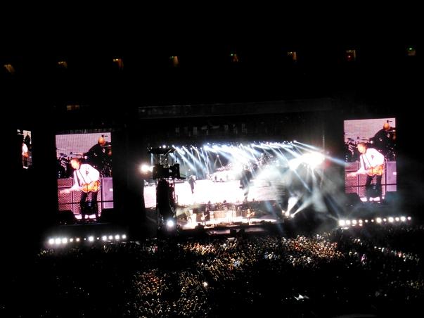 pix 43 107 paul n crowd